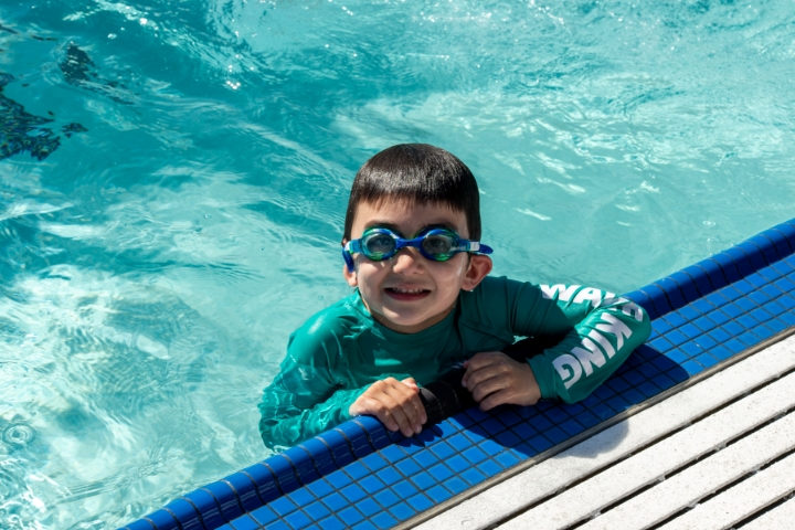 kid-swimmer